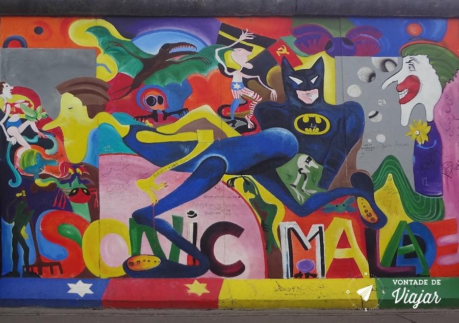 East Side Gallery - Super herois no Muro de Berlim