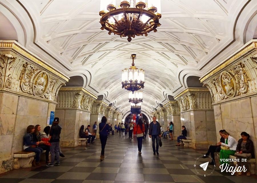 metro-de-moscou-estacao-prospekt-mira-era-um-dos-palacios-do-povo
