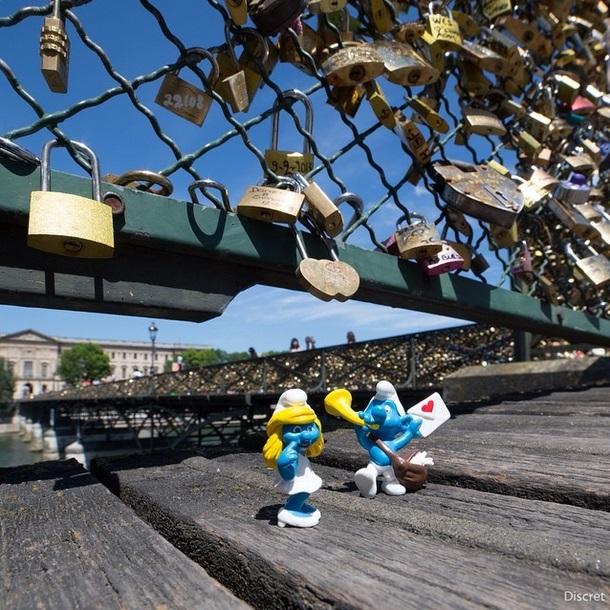 Smurfs na Pont des Arts