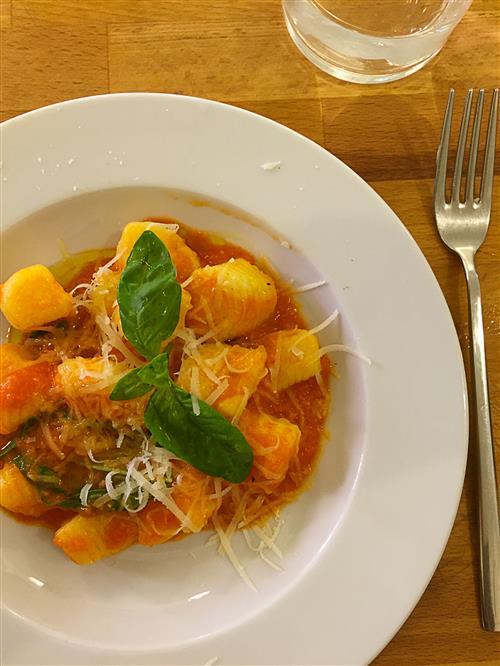 Aula-de-culinaria-italiana-em-Bolonha-Nhoque-ao-molho-de-tomate