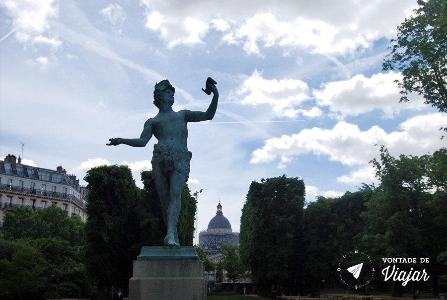 paris-jardim-de-luxemburgo-estatua