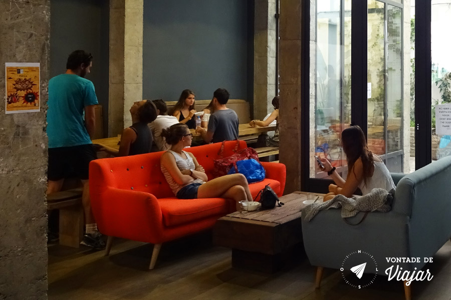 Hostel em Sevilha - Galera na Cozinha