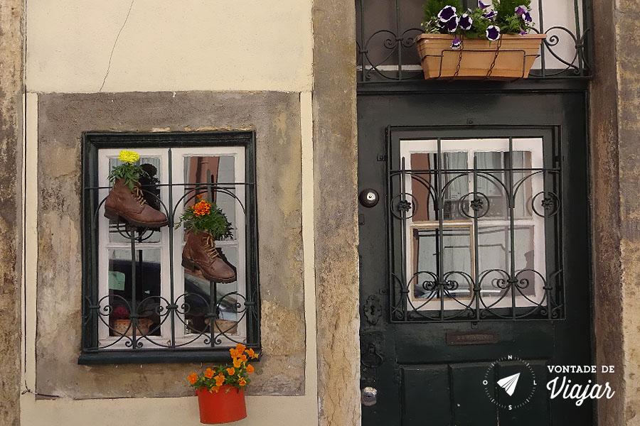 Tour em Lisboa - Bota com flores na janela