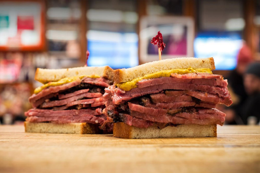 Onde comer no Lower East Side - Katz Delicatessen - Sanduiche de pastrami