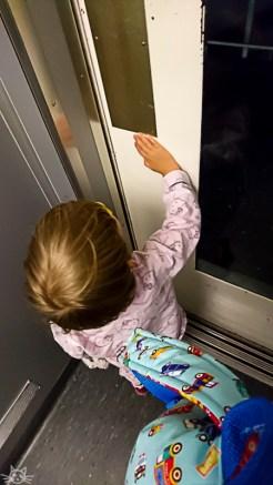 Wir müssen bevor es wirklich heim geht noch ein Kind holen, dass diesmal auswärts übernachtet hat
