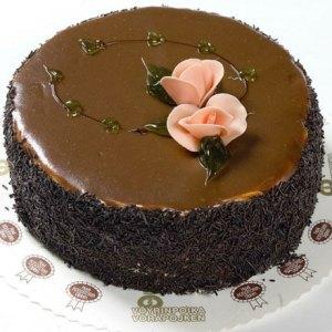 tårta med rosdekoration