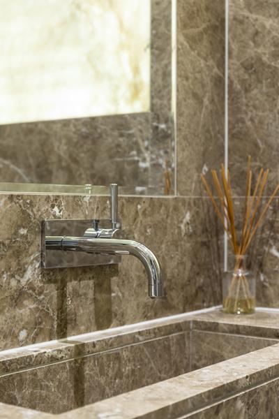 0208-brown-marble-back-lit-onyx-guest-toilet-nw8-st-johns-wood-vorbild-architecture-44