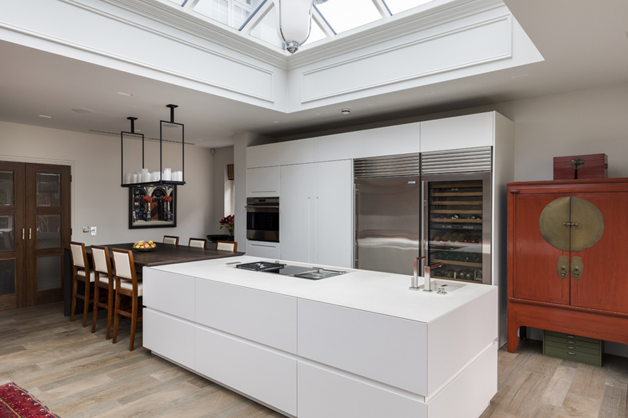 0208-white-kitchen-island-with-wooden-breakfast-table-nw8-st-johns-wood-vorbild-architecture-61