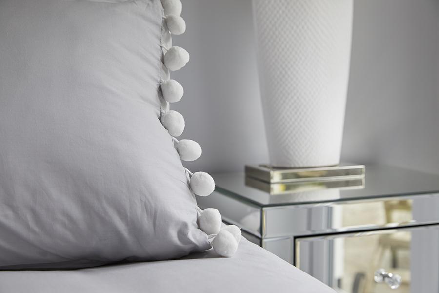 0568-glass-bedside-table-bedroom-vorbild-architecture-mill-hill-42
