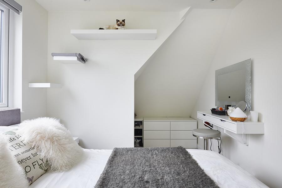 0568-small-loft-bedroom-vorbild-architecture-mill-hill-26