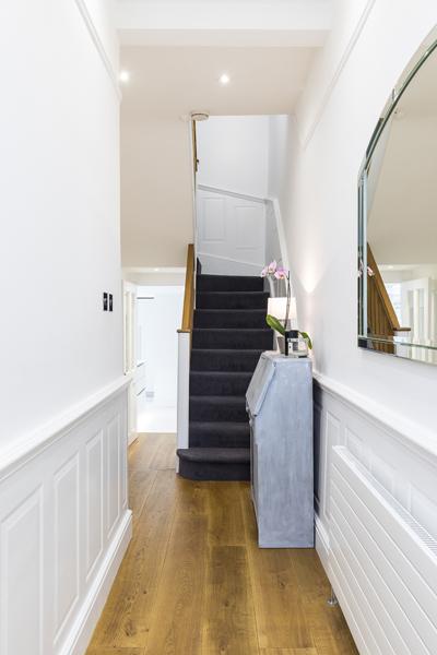 0605 white narrow entrance hallway grey carpet stairs hammersmith london