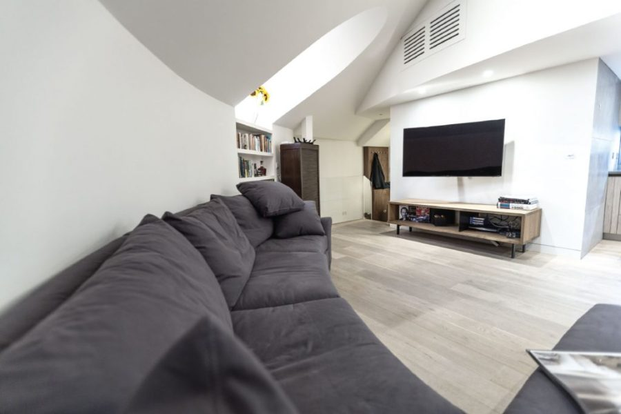0244-Abbey-Road-church-conversion-penthouse-vorbild-architecture-mezzanine-living-room-tv