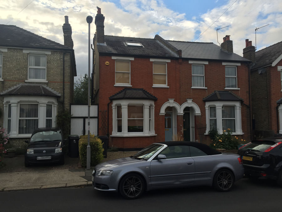 0558 semidetached house with red brick in surbiton