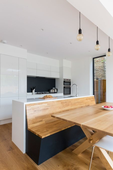 0558 kitchen island with a wooden bench and dining tabel