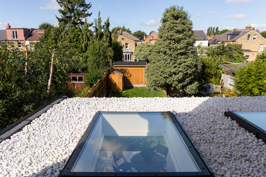 0558 roof lights velux with pebbles