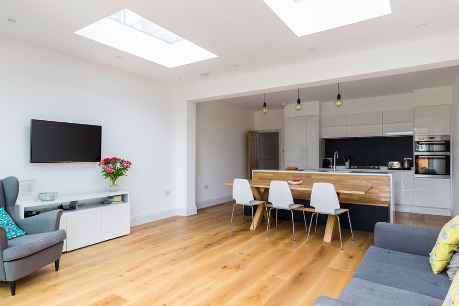 0558 living area with wooden floor overlooking dining and kitchen