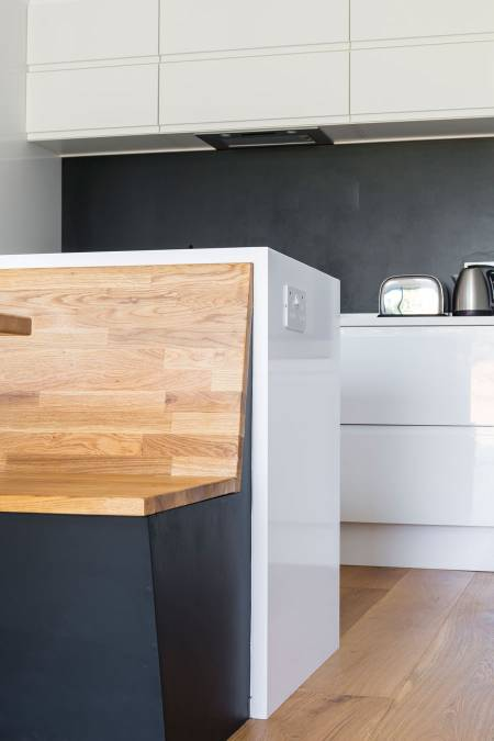 0558 kitchen island with power socket on the side
