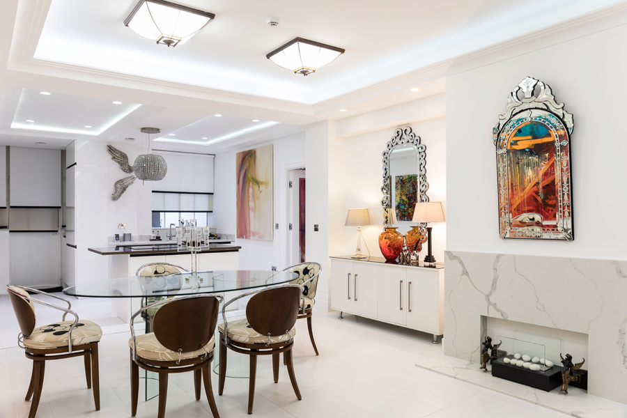 0587 dining room with white wall and mirrors ceiling Art Deco coffers