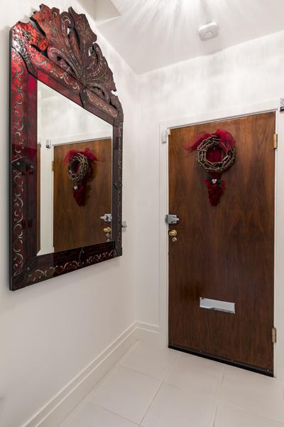 0587 entrance hallway mirror and white tiles marylebone apartment