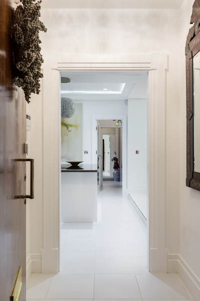 0587 white entrance with art deco architrave in portland place apartment