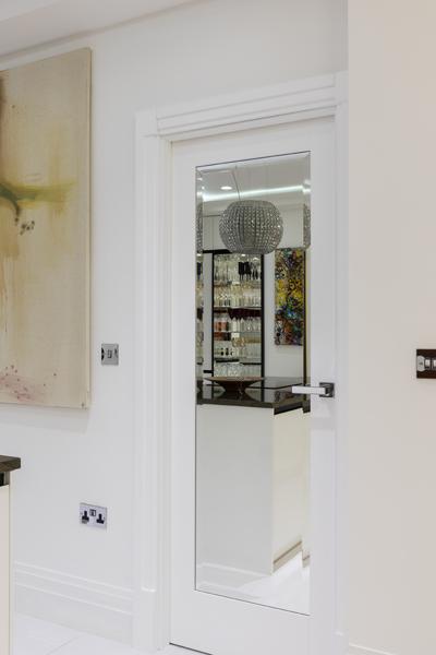 0587 mirrored door white high gloss art deco architrave by vorbild architecture