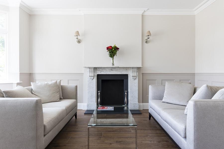 0600-living-room-greys-beige-double sofa-symmetry-vorbild-architecture-23