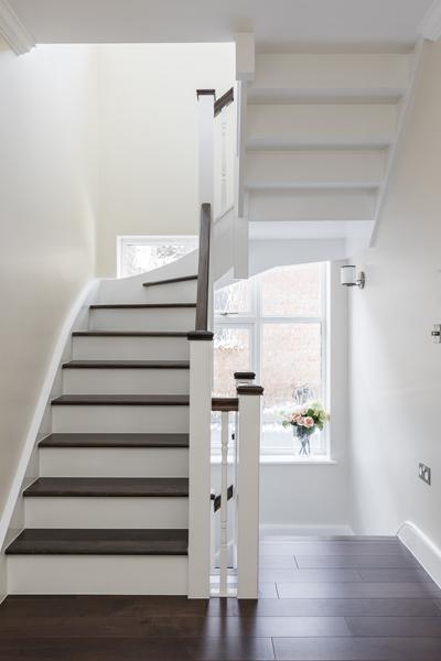 600-white-brown-wood-staircase-vorbild-architecture-crickelwood-51