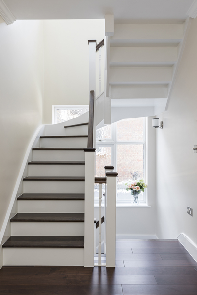 600-white-brown-wood-staircase-vorbild-architecture-crickelwood-51