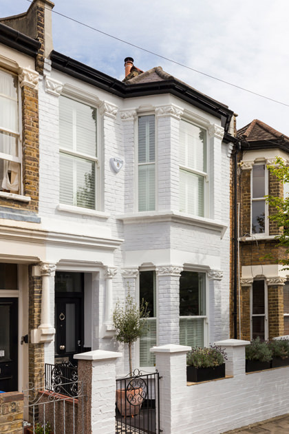 0401-white-facade-london-terraced-house-nw6-vorbild-architecture