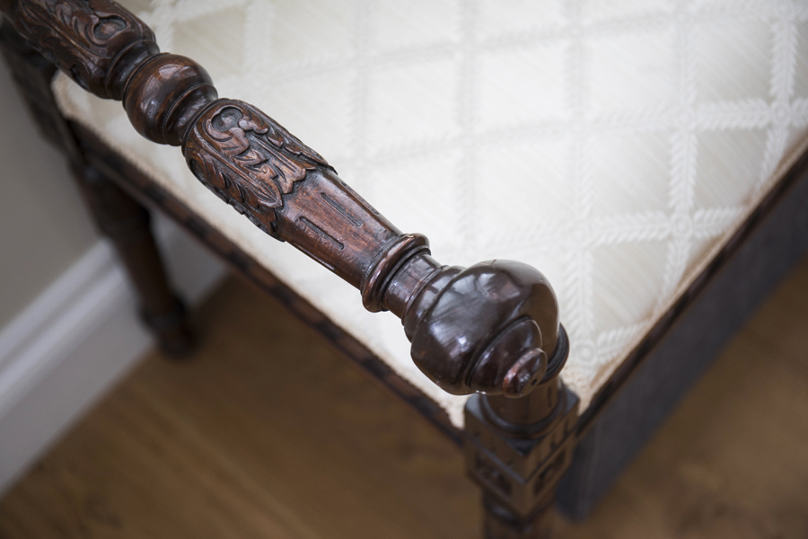 0736 antique traditional bench with beige seat and carved wood frame