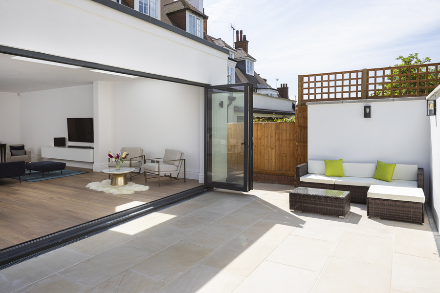 0776 garden patio with outdoor furniture in west hampstead NW6 London