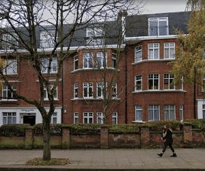 1123 Third floor apartment in West Hampstead