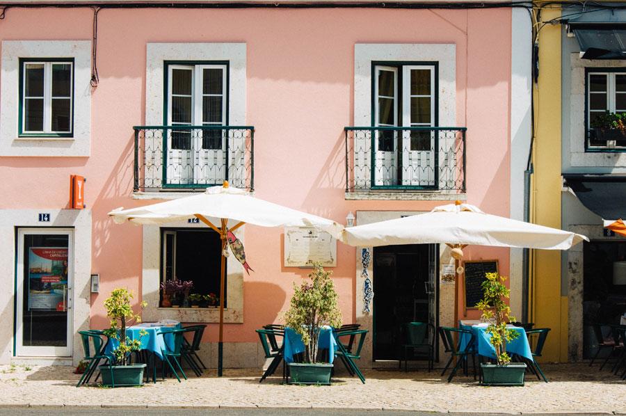 lisbon-Lisbonne-vorbild-architecture-clifford-yeo-436796-unsplash