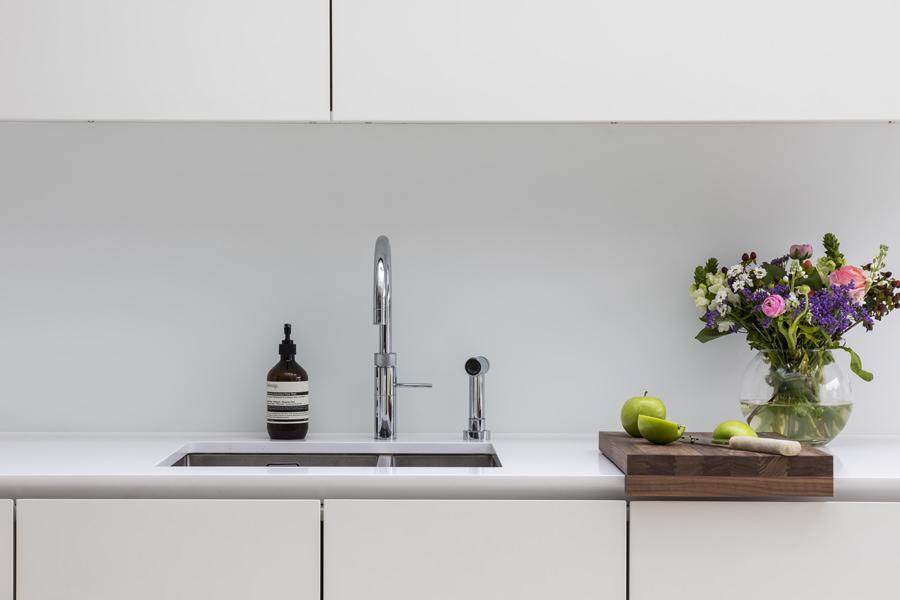 0605 - Complete refurbishment of a House in Hammersmith vorbild-architecture-kitchen-white-roundhouse-36