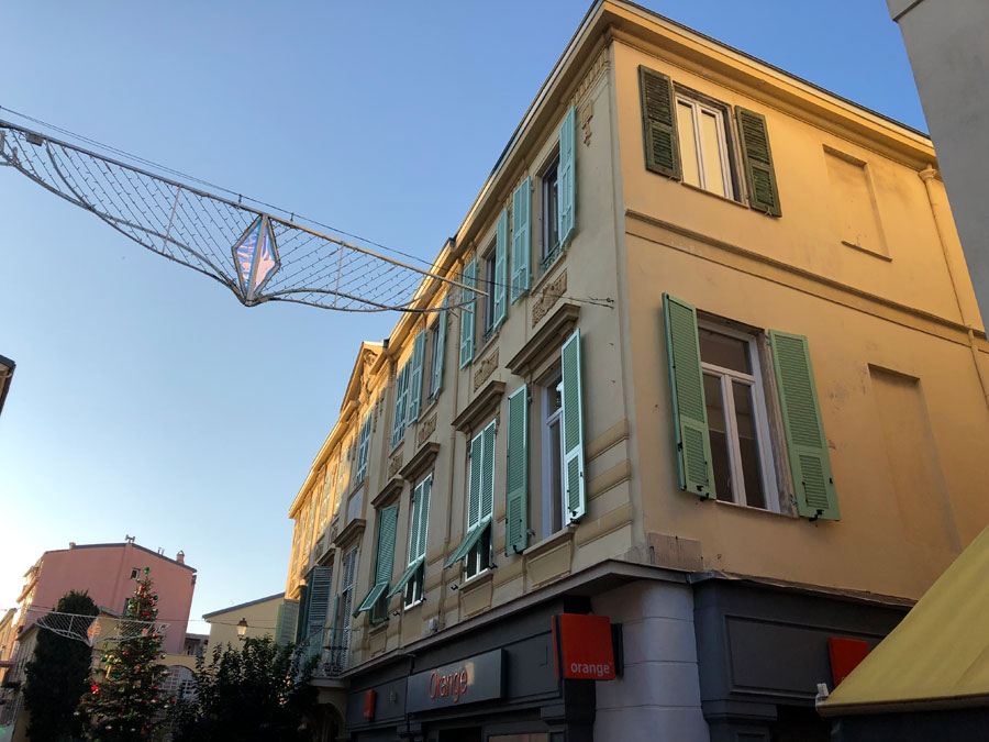 02510-Duplex-top-level-apartment-in-central-Menton-with-amazing-sea-view-South-of-France-vorbild-architecture-001
