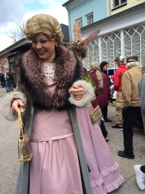 Maude, Korsbæk på Bakken