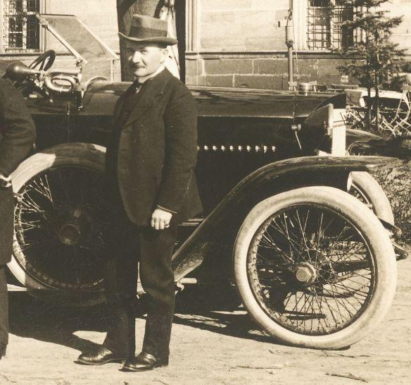 Adler_Spitzkühler_Tourenwagen_Anfang_1920er_Frontpartie