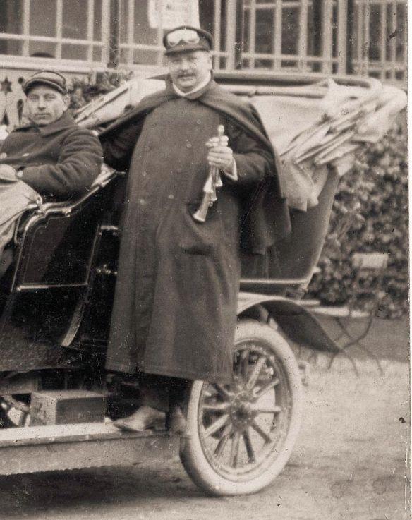 Adler_Motorwagen_Driburg_um_1905_Heckpartie