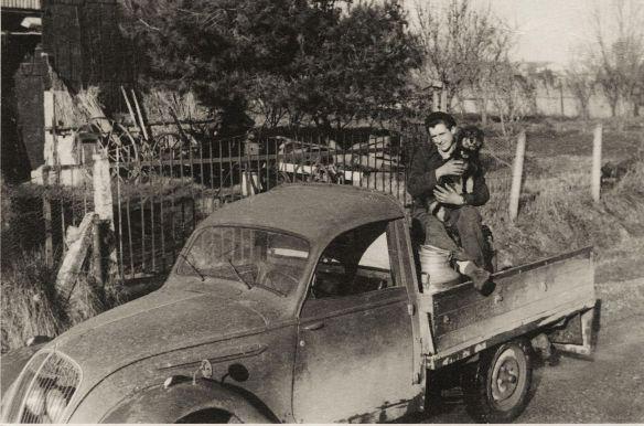 Peugeot_202_Pritschenwagen_um_1950_Galerie