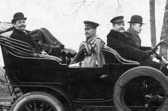 Opel_Ak_Breslau_nach_Harmersdorf_Lk_Chemnitz_12-1907_Insassen