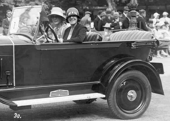 Opel_4-20_PS_um_1930_Ak_Baden-Baden_Seitenpartie