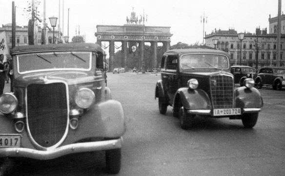 Ford_Rheinland und Opel_2_Liter_Berlin_1934-39_Galerie2