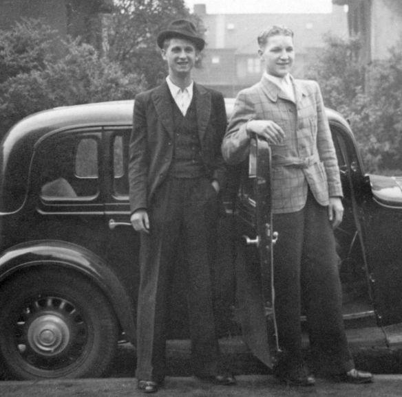 Hanomag_Rekord_6-Fenster_um_1938_Hochzeitstag_mit Bruder_Ausschnitte