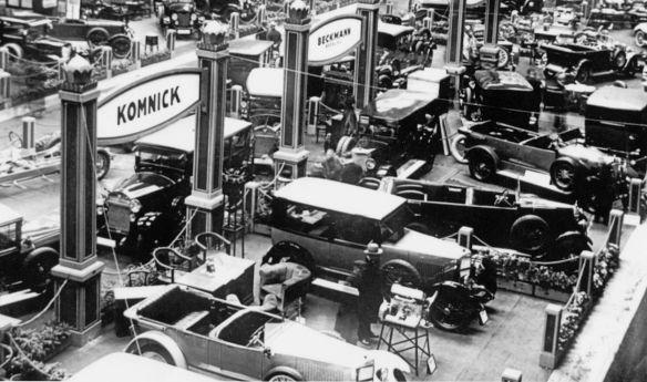 Komnick_Automobilausstellung_um_1925_Galerie