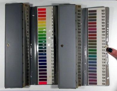 Mapje met alle verzadigde en onverzadigde kleuren en kleurtinten.