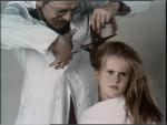 Dorus van der Linden als kapper, kinderleed in J.J. De Bom