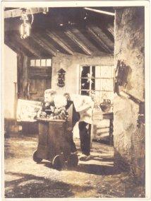 Oktober 1955 Kirk Douglas als Vincent van Gogh in een decor Van Baarle. Lust for life (Vincente Minnelli, George Cukor, 1956) Oscar nominaties voor Best art director-set decoration, color/Cedric Gibbons, Hans Film lokaties: Frankrijk Nederland (Nuenen, Den Haag) en Belgie. Collectie Xandra van Baarle