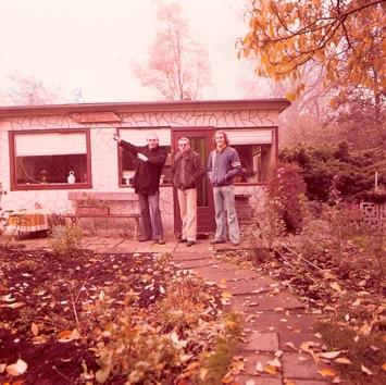 Nick de Weerd en Dorus van der Linden op lokatiebezoek voor onbekende productie in in Amsterdam, 1975. Collectie Nick de Weerd
