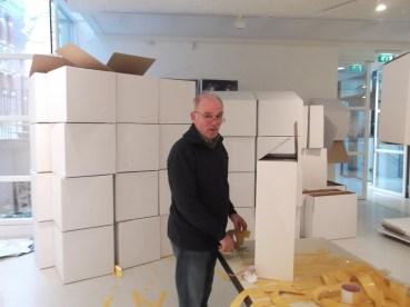 De vrijwilligers van het museum onmisbaar, ook bij het opbouwen