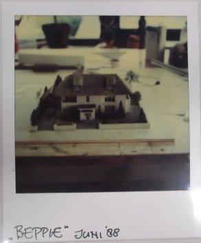 Maquette voor Beppie (AVRO, 1989). Decorontwerp Dorus van der Linden. Collectie Martien van den Dijssel